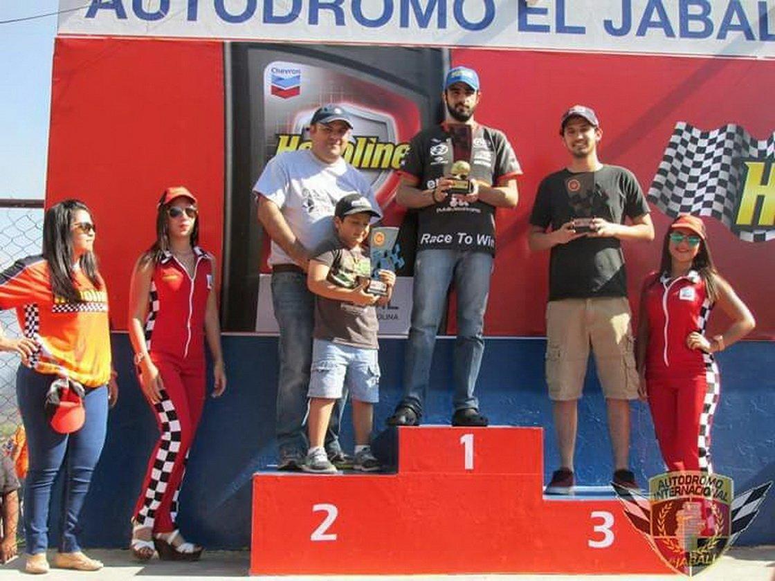 YATU car paint shows in car racing in El Salvador